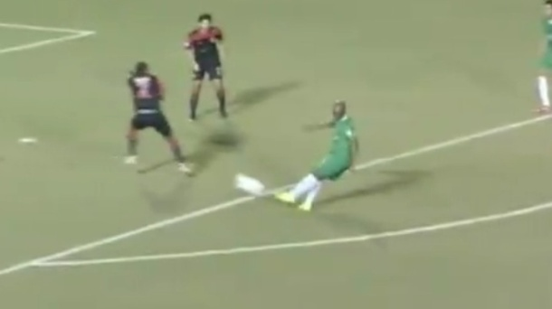 Marcos Senna Strikes For the Cosmos First Goal!