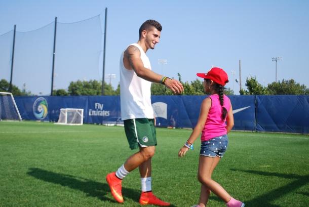 Seba Guenzatti makes a new young fan. Photo Credit- Cesar Trelles