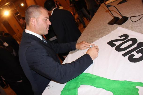 Head Coach Giovanni Savarese signs the Raul Banner. Photo Credit - Eytan Calderon