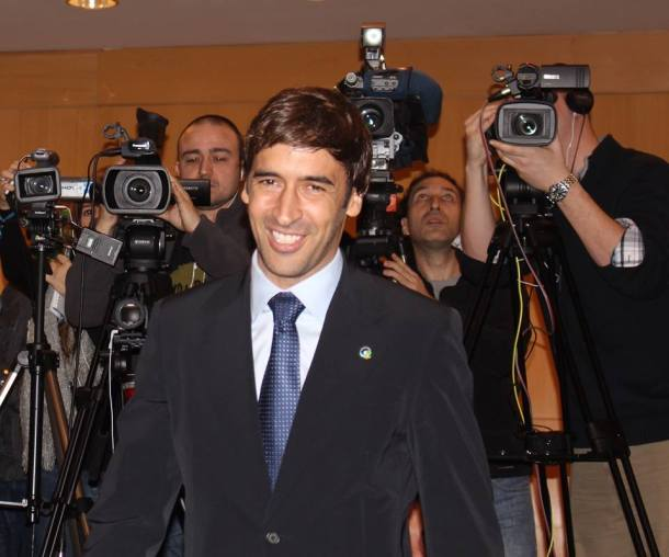 Raul Gonzalez entering for this press conference. Photo credit - Eytan Calderon